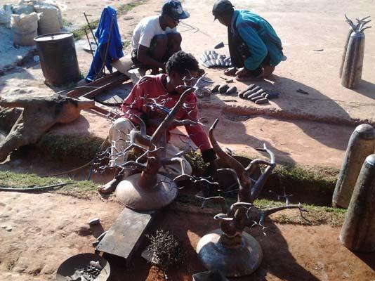 Ouvriers au travail. Crédit photo: Rija R.