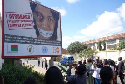 Panneau publicitaire de la lutte contre la violence faite aux femmes