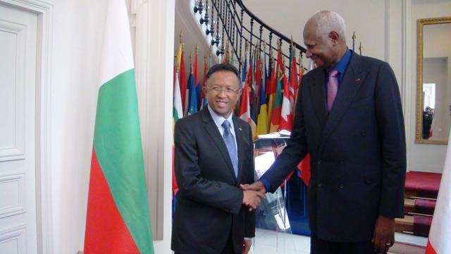 Hery Rajaonarimampianina et Abdou Diouf. Crédit photo: site web Présidence Madagascar